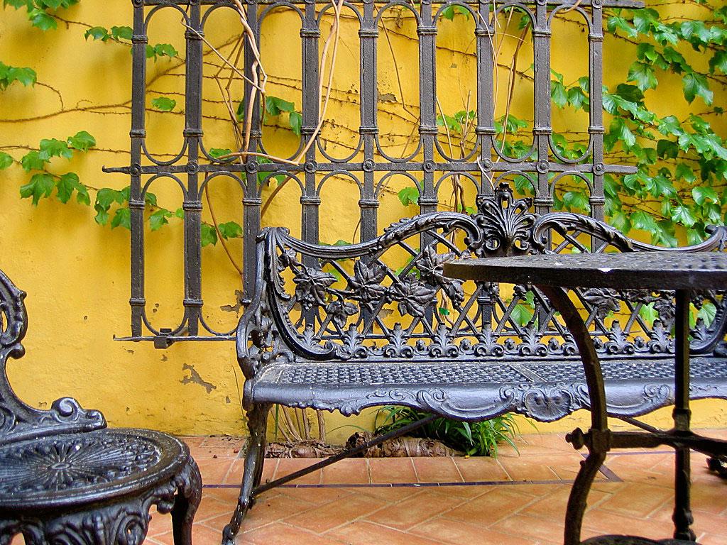 Muebles de exterior c mo limpiar y pintar hierro forjado for Mesas de hierro forjado para jardin