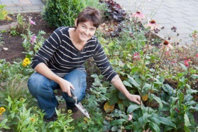 mujer jardineria 1024x683