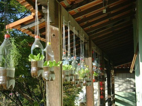 Decora tu terraza con botellas recicladas ideas para for Decora tu casa con cosas recicladas
