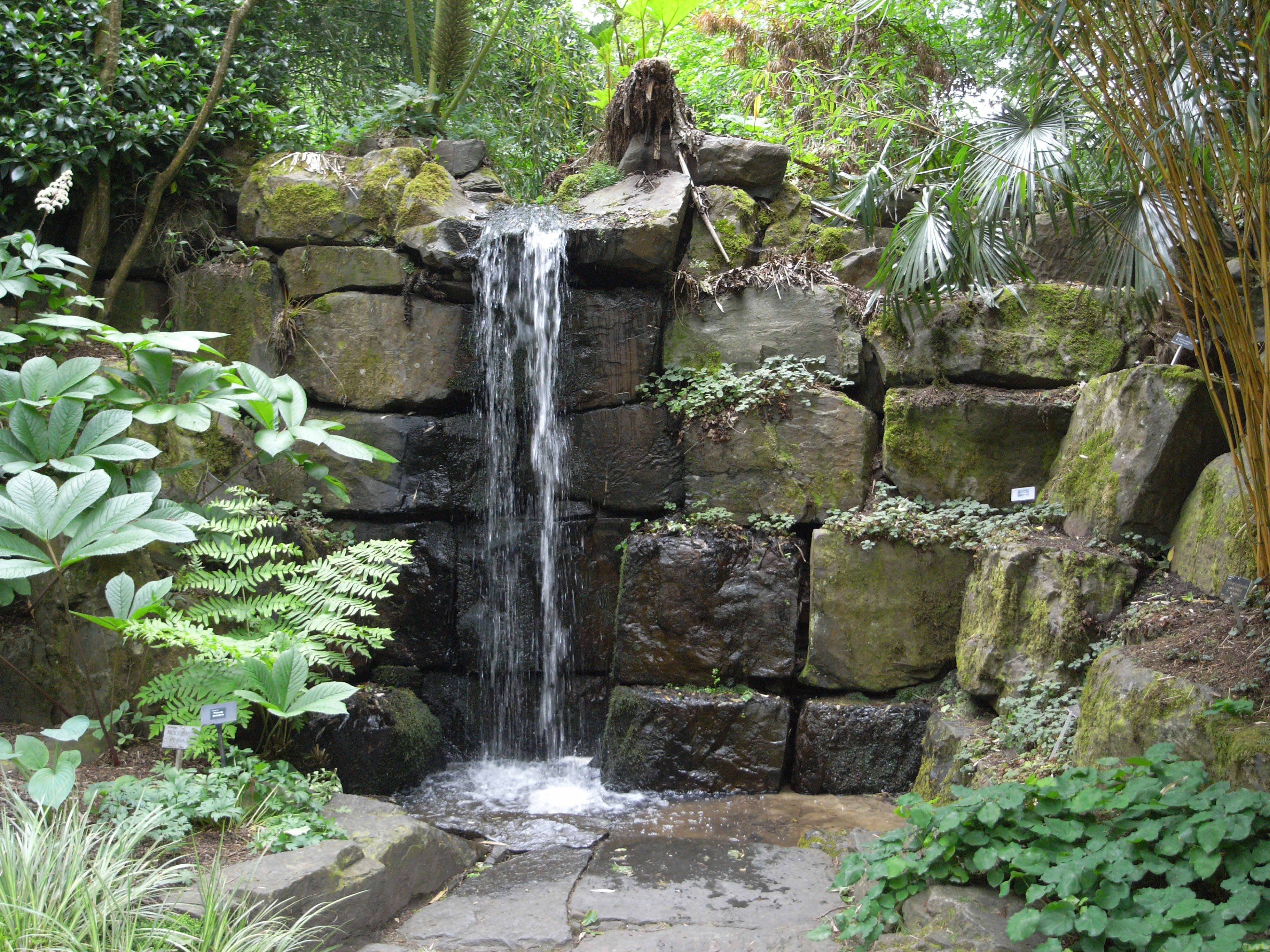 C mo hacer una cascada for Cascadas con piedras naturales