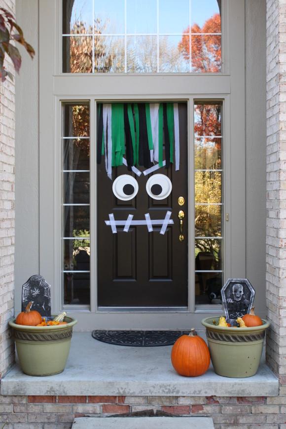 decorar para halloween la puerta de la casa