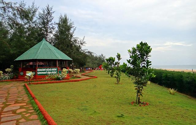 Jardín junto al mar
