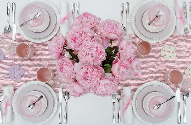 Decorar con flores y pétalos de rosa ¡San Valentín!