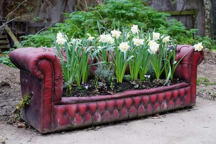 Transformar muebles en decoración - Sofá con flores
