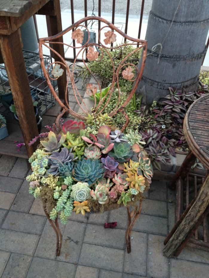 Transformar muebles en decoración - Silla con flores
