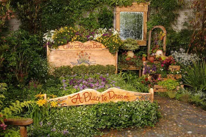 Transformar muebles en decoración - Cama con flores