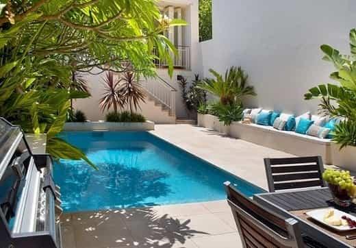 paredes blancas piscina