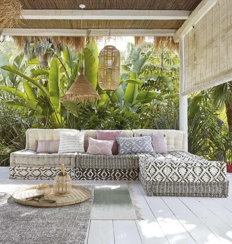 Utiliza complementos de jardín para decorar tus exteriores